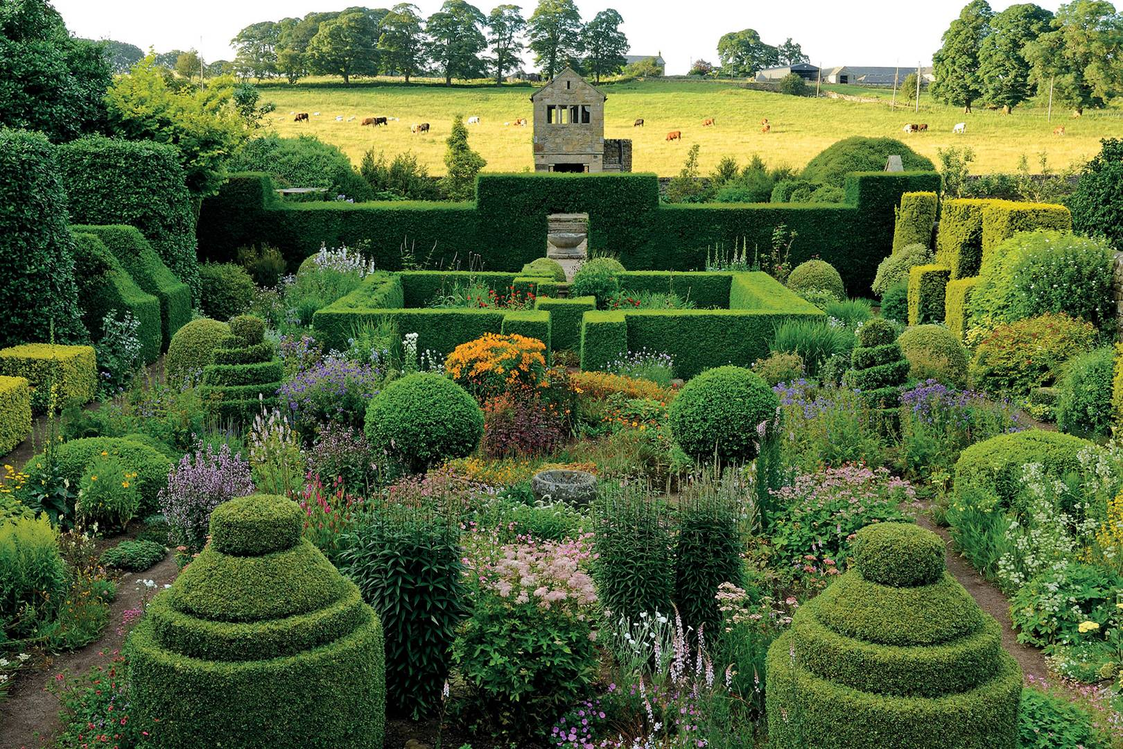 English Gardens From The Archives Of Country Life Magazine Book