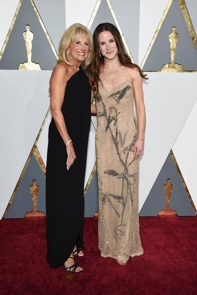 Ashley, con su madre la Dra. Jill Biden, en la 88 entrega del Oscar.