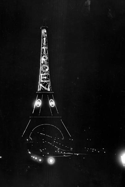 Citroen advertising on the Eiffel Tower