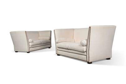 A PAIR OF WHITE UPHOLSTERED SOFAS, BY KATHARINE POOLEY, MODERN - £4000-6000