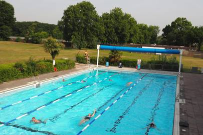 Outdoor Swimming Pools And Lidos In London With Brockwell Lido Tooting Bec Lido Tatler Magazine