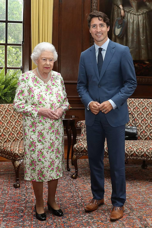 The queen looking unimpressed - Queen Elizabeth II image gallery ...