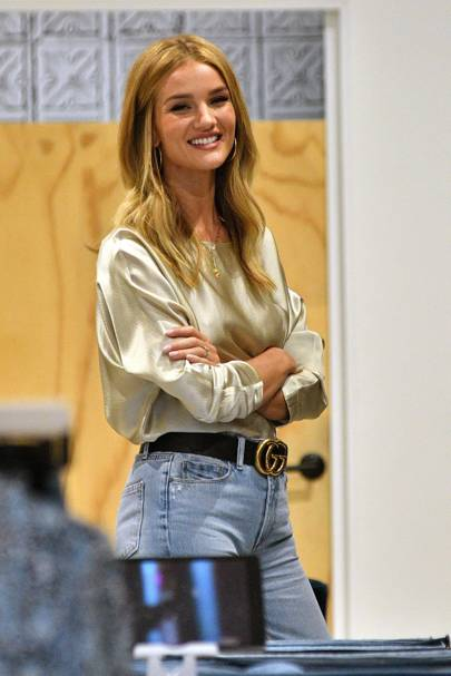 Off duty clothes and style  How to get the look - Rosie Huntington ... 0d7b75e22ced