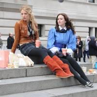 Blake lively y leighton meester en el set de gossip girl, 2008