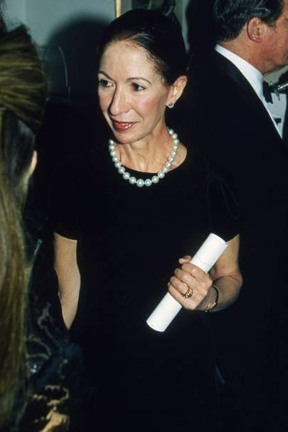 Mrs Ian Stoutzker