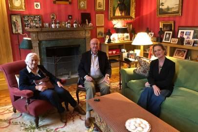La reina Paola de Bélgica y el rey Alberto II de Bélgica durante la primera reunión con la princesa Delphine.