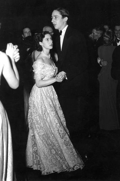 La princesa Margaret y Billy Walla en el British Empire Nurses War Memorial Fund Thank You Ball en BMA House, 1948.