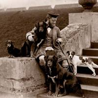 Royal gillie John Brown with Queen Victoria's dogs Wat, Noble, Fern and Waldmann, by Hills & Saunders, c. 1880s