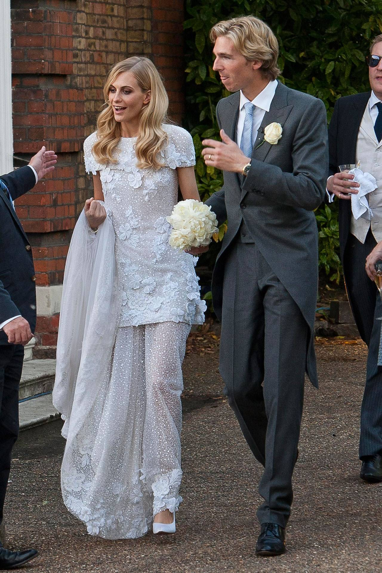 Poppy Delevingne marries James Cook - Cara Delevingne & Mary ...