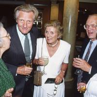 Lady Scott, Michael Heseltine, Mrs Michael Heseltine, Evelyn Joll and Mrs Evelyn Joll
