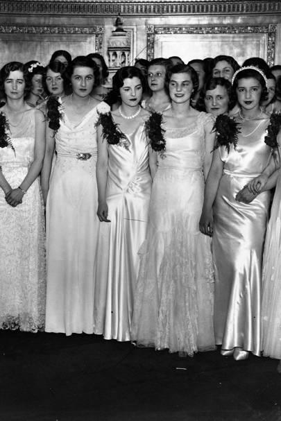 Debutantes en Queen Charlotte´s Ball en el Dorchester Hotel, Londres, 1931.