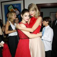 Odeya Rush and Taylor Swift