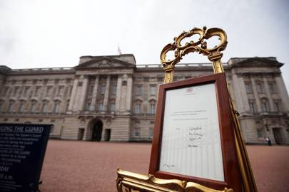 The birth is announced outside Buckingham Palace
