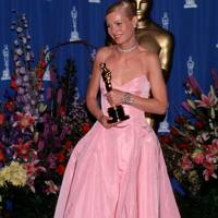 2000 - Gwyneth Paltrow wearing Ralph Lauren to win her Best Actress Oscar