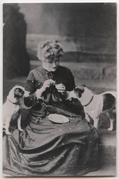Actress Ellen Terry with her fox terriers, by William Henry Grove, 1889