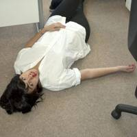 Violet Hudson as Uma Thurman overdosing in Pulp Fiction