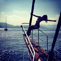 Poppy Delevingne has a one-woman Titanic moment (2014)