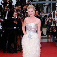Kirsten Dunst wearing Chanel Haute Couture in 2011