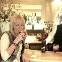 A bracing gin and Dubonnet at Claridge's
