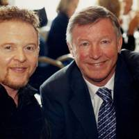 Mick Hucknall and Sir Alex Ferguson in 2001