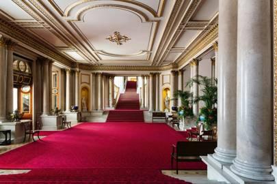 A Look Inside Buckingham Palace And Its Extraordinary