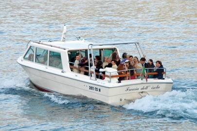 Guests crossing Lake Como to the reception
