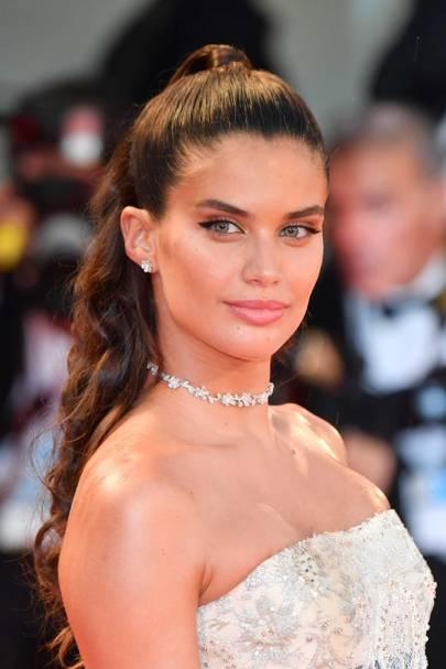 Sara Sampaio wearing Crivelli