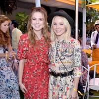 Zoey Deutch and Kristen Bell