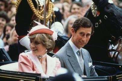 La pareja abandona el Palacio de Buckingham para su luna de miel.